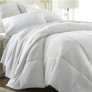 Ultra Plush Down Alternative Comforter